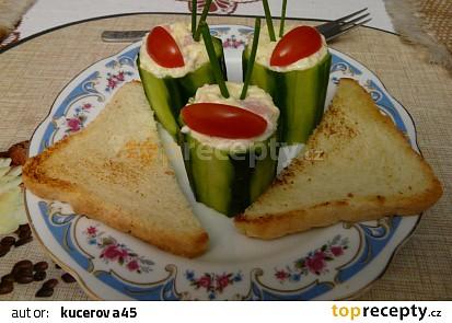 Okurky plněné česnekovým krémem