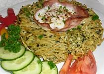 Špagetová hnízda se špenátem a vejcem