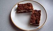 Strouhaný kakaový koláč s tvarohem