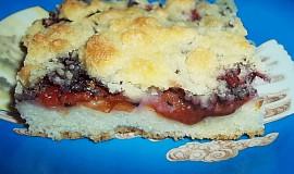 Švestkový (i jiný) koláč hrnkový z pekáče s drobenkou a mákem