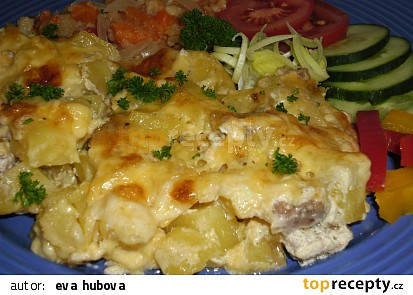 Zapečené brambory s mletým masem - jednoduché a chutné