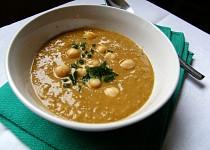 Polévka z červené čočky, cizrny a čili
