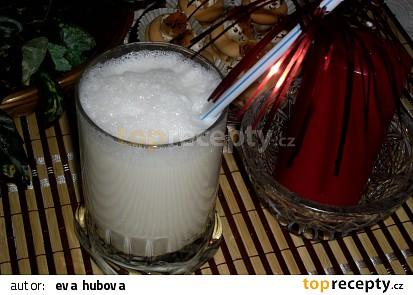 Výborný studený mléčný koktejl
