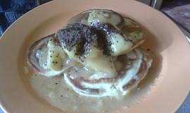 Americké pancakes s karamelovo-jablečným dipem