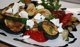 Grilovaná marinovaná zelenina s balzamikovou redukcí a kozím sýrem