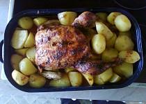 Kuře pečené na jablkách a mrkvi