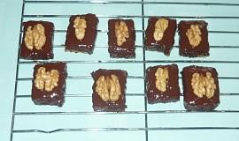 Ořechové kostky piškotové