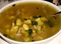 Polévka z kachních drobů se sýrovými noky