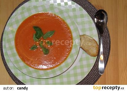 Rychlá rajská polévka se sýrovými krutony