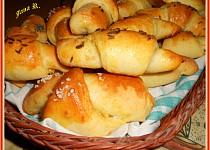 Česnekovo-sýrové rohlíčky