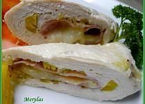 Dietní kuřecí rolka se šunkou, pórkem a tvarůžkem