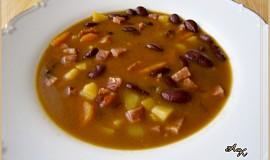 Fazolovo zeleninová polévka s klobásou