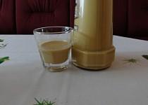 Karamelový likér zvaný tlamolep