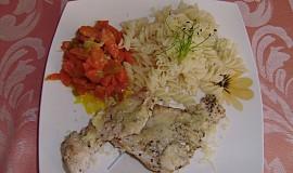 Kuřecí plátek s dušenou mrkví a těstovinou
