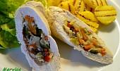 Kuřecí roládky plněné čínskou zeleninou  s opékanými brambory
