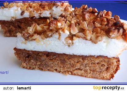 Ořechový koláč s ořechovým obláčkem