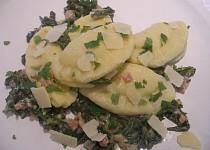 Plněné bramborové ravioli s mangoldem