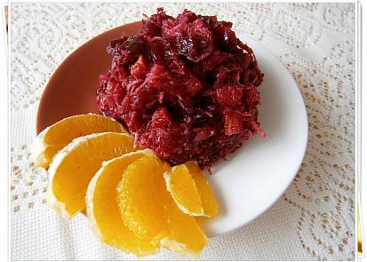 salát z červené řepy s pomerančem a brusinkama