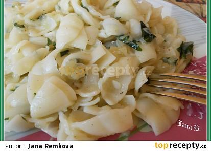 Těstoviny s kedlubnovým zelím