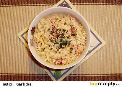 Krabí těstovinový salát se zálivkou