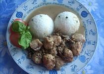 Krůtí maso na žampiónech a bazalková rýže.