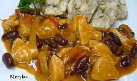 Kuřecí nudličky s lečem a fazolemi