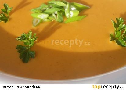 Polévka z červené čočky a čerstvého sýru