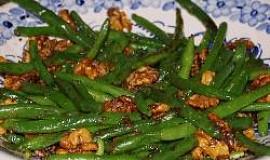 Salát ze zelených fazolek s vlašskými ořechy