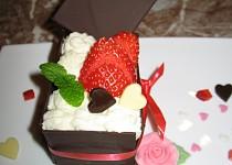 Valentýnský čokoládový dortík s jahodami pro 2