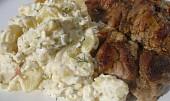 Bramborový salát se zakysankou a koprem