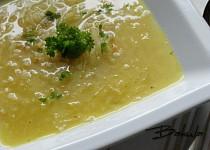 Kedlubnová polévka s kroupami
