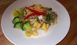 Noky s brokolicí, nivou, šunkou a smetanou