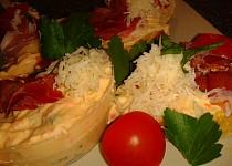 Báječné občerstvení s několika druhy sýrů a švarcvaldskou šunkou