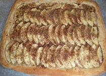 Rychlý jablkový koláč s obrubou