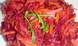 Salát z červené řepy s mrkví a ředkví