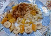 Těstoviny s pomerančem a banánem