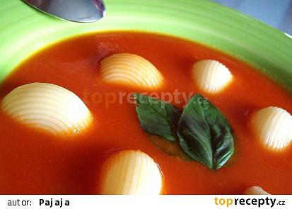 Jarní rajská polévka s řapíkatým celerem