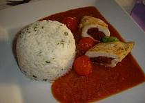 Kuřecí prsa plněná sušenými rajčaty
