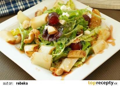 Listový salát s pečenou hruškou