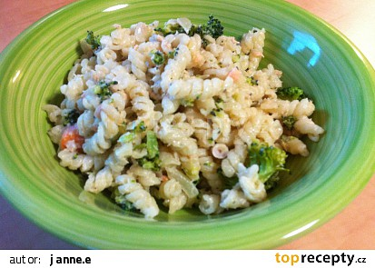 Těstoviny s lososem a brokolicí