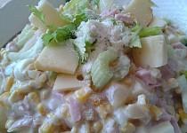 Vitaminový salát s řapíkatým celerem, ananasem a sýrem