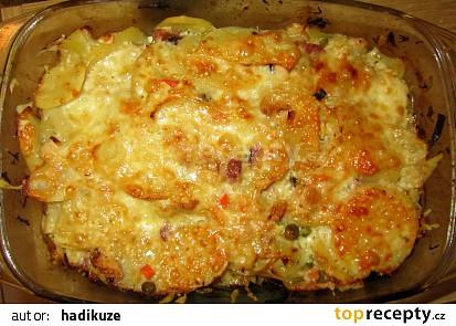Zapékané brambory se zelím a uzeninou