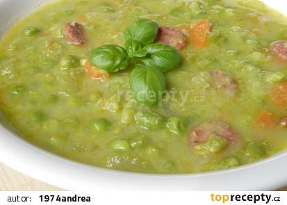 Hrášková polévka se zeleninou a  bazalkou
