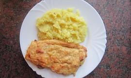 Kuřecí řízek se slaninou, šunkou a sýrem
