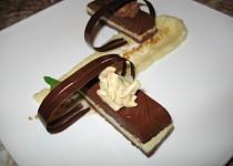 Ledová čokoládová terina s jablkovým pyré