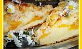 Litý a kynutý ovocný koláč s mandlovou drobenkou