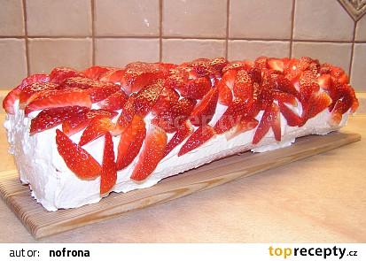 Medová roláda s jahodami