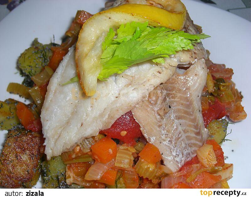 Mořská ryba na zelenině s neobvyklou přílohou recept - TopRecepty.cz d72bac19bf