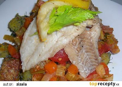 Mořská ryba na zelenině s neobvyklou přílohou