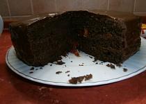 Sachrův dort s meruňkovou zavařeninou